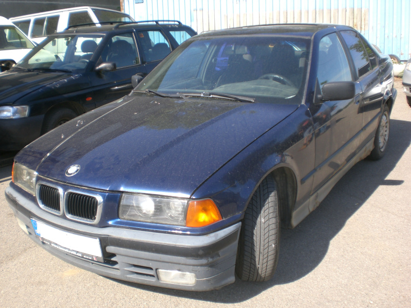 BMW 318i , 184E1, 83kW, r.v. 1993 na ND