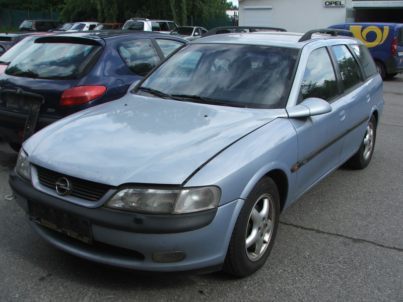 Opel Vectra Car 1.8 16V, X18XE, 85kW, r.v. 1997 na ND